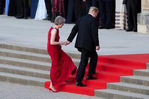 Mỹ - Anh 'chới với' sau cái nắm tay hụt của ông Trump và bà May
