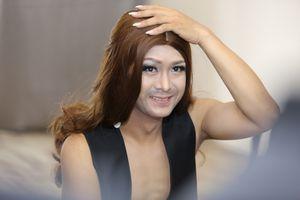 Gương mặt thân quen tập 6: Hùng Thuận mặc váy bó và để râu