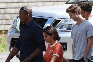 Selena Gomez lộ mặt mộc kém sắc, được 'bạn trai' hộ tống đi đóng phim