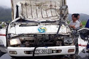 Hai xe tải đấu đầu, vợ chồng tài xế mắc kẹt trong ca bin