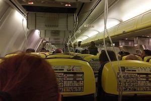 30 hành khách nhập viện sau khi máy bay hạ cánh khẩn cấp