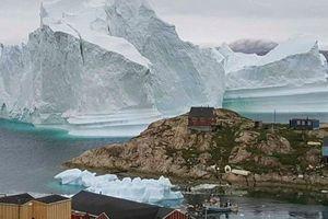 Nguy cơ thảm họa từ tảng băng cao gần 100m trên biển Greenland