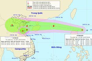 Áp thấp 'nối đuôi' nhau, Biển Đông 'hứng' bão giật cấp 10