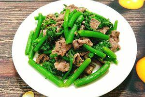 Bật mí công thức làm rau bí xào thịt bò chuẩn vị, không bị xơ và dai