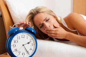 Ngủ dậy muộn thường xuyên, tưởng đã mắt nhưng gây hại không ngờ tới sức khỏe