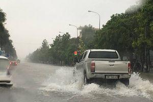 Mưa lớn kéo dài, thành phố Vinh chìm trong biển nước