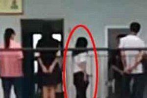 Trung Quốc: Không làm bài tập, nhóm học sinh phải xếp hàng để cô giáo đánh