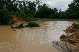 Người dân Thanh Hóa vật lộn với mưa lớn kéo dài