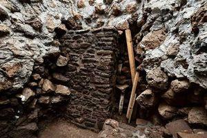 Sau động đất, phát hiện đền cổ hàng trăm năm tuổi