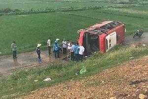 Xe khách mất lái trên cao tốc Pháp Vân khiến hàng chục hành khách hoảng loạn