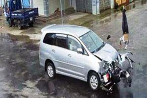 Qua đường thiếu quan sát, nam thanh niên bị ô tô 7 chỗ đâm tử vong