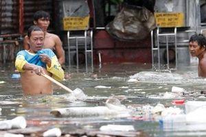 Người dân Philippines khổ sở vì cơn bão Sơn Tinh