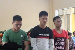 Đâm chết bảo vệ trường, 3 thanh niên chia nhau 52 năm tù