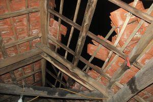 Hà Tĩnh: Lốc xoáy thổi bay mái hàng chục ngôi nhà