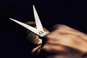 Mâu thuẫn tình cảm, chồng dùng kéo đâm vợ tử vong rồi tự sát