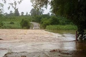 Trước khi bão số 3 đổ bộ: Nhiều địa phương ở Nghệ An bị cô lập vì mưa lũ