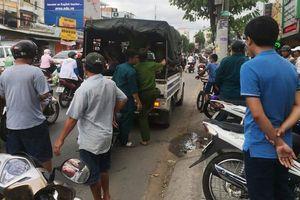 Cảnh sát nổ súng khống chế nhóm chém người, cướp xe máy