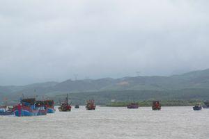 Gần 4.000 tàu thuyền đã neo đậu tại bờ tránh bão
