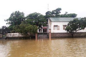 Hà Tĩnh sau bão: Trụ sở xã đóng cửa, chợ ngừng họp vì ngập sâu