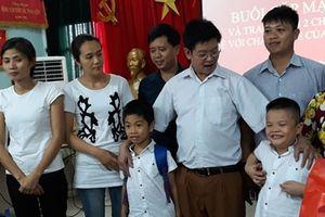 2 em bé bị trao nhầm ở Ba Vì đã trở về với gia đình