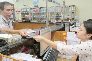 Hà Nội: Hơn 70.000 người được chi trả bảo hiểm xã hội qua thẻ điện tử
