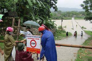 Cận cảnh thủy điện ở Nghệ An xả lũ sau bão số 3