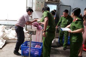 Phát hiện hàng tấn thực phẩm không rõ nguồn gốc