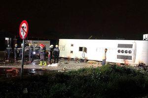 Tai nạn kinh hoàng làm 2 người chết, hàng chục hành khách hoảng loạn