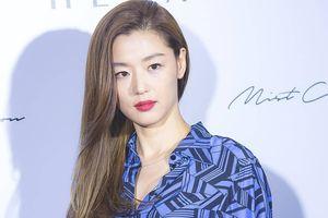 Jeon Ji Hyun khoe thần thái sang chảnh cùng vóc dáng mảnh mai sau khi sinh con thứ hai