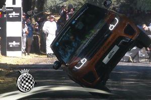 Range Rover Sport SVR thiết lập kỷ lục chạy bằng 2 bánh tại Goodwood