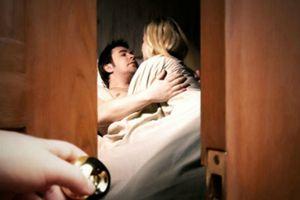 'Cười ra nước mắt' chuyện vợ U60 'tra tấn' chồng già bằng câu nói sau khi không vừa lòng chuyện phòng the