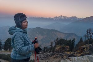 Hành trình chinh phục Himalaya của bà mẹ 58 tuổi và con trai
