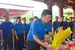 Bí thư thứ nhất Trung ương Đoàn dâng hương tại Khu Di tích Truông Bồn