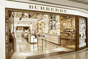 Burberry thà tiêu hủy 117 triệu USD hàng tồn chứ không hạ giá