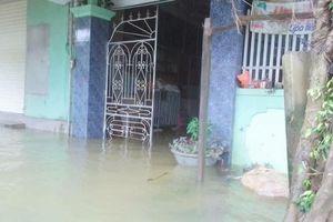 8 ngôi làng đang bị nước lũ cô lập