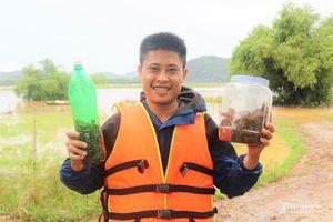 Trai làng ở Thanh Chương nhộn nhịp 'săn' dế mèn chế biến món ăn