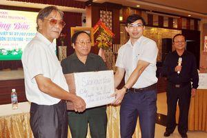 Hội Nhà văn tổ chức tặng sách 'Thánh ca Truông Bồn'