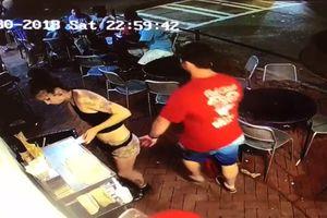 Sờ soạng cô hầu bàn, người đàn ông bị đánh 'sấp mặt'