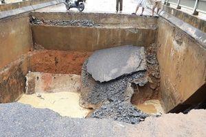 Phú Thọ: Mưa lũ dữ dội, cầu Văn Luông bị nước cuốn sập