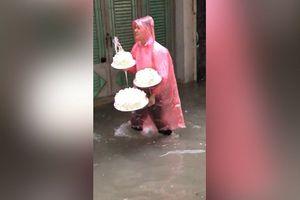 Nhà trai trùm áo mưa, 'bơi' vào nhà gái trong lễ ăn hỏi ở Hải Phòng