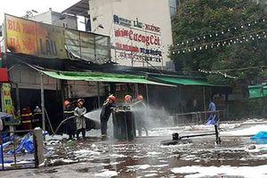 Hiện trường quán bia ở Hà Nội cháy ngùn ngụt, 1 phụ nữ thiệt mạng