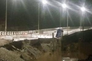 Hải Phòng: Đường dẫn lên cầu phao Đăng bị sạt lở