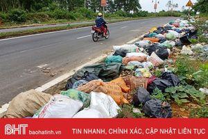 Rác vẫn ngập đường ở phố núi Hà Tĩnh