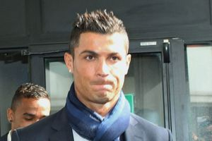 Ronaldo tức giận bỏ về khi bị MC Trung Quốc hỏi: Định làm gì sau khi giải nghệ?
