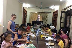 Nữ thực tập sinh và 'bí kíp' học ngoại ngữ