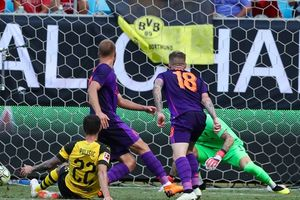 Thủ môn Karius lại hóa tội đồ, Liverpool gục ngã trước Dortmund