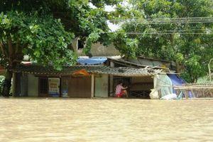 Lũ lên nhanh nhấn chìm hàng trăm ngôi nhà ở Thanh Hóa