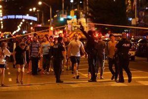 Ít nhất 14 người thương vong trong vụ xả súng ở Toronto