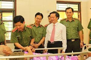Thứ trưởng Nguyễn Văn Sơn thăm Trung tâm điều dưỡng thương binh Duy Tiên và Kim Bảng