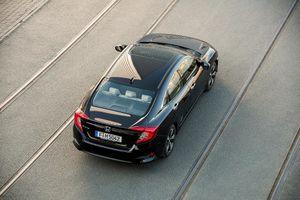 Honda Civic bản sedan bán trở lại tại Anh sau 7 năm vắng bóng